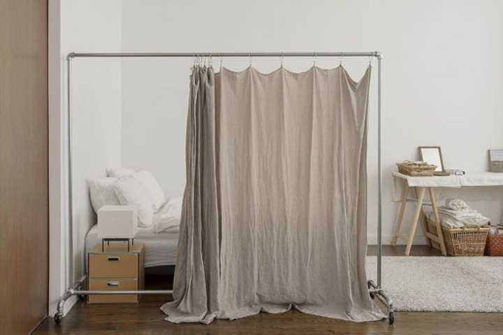 Rolling rack privacy curtains
