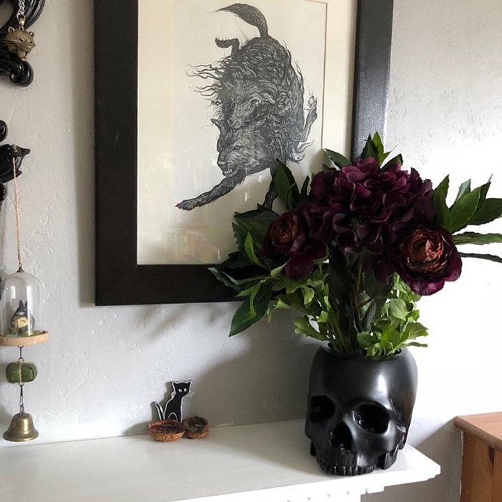 Black skull vase for Halloween