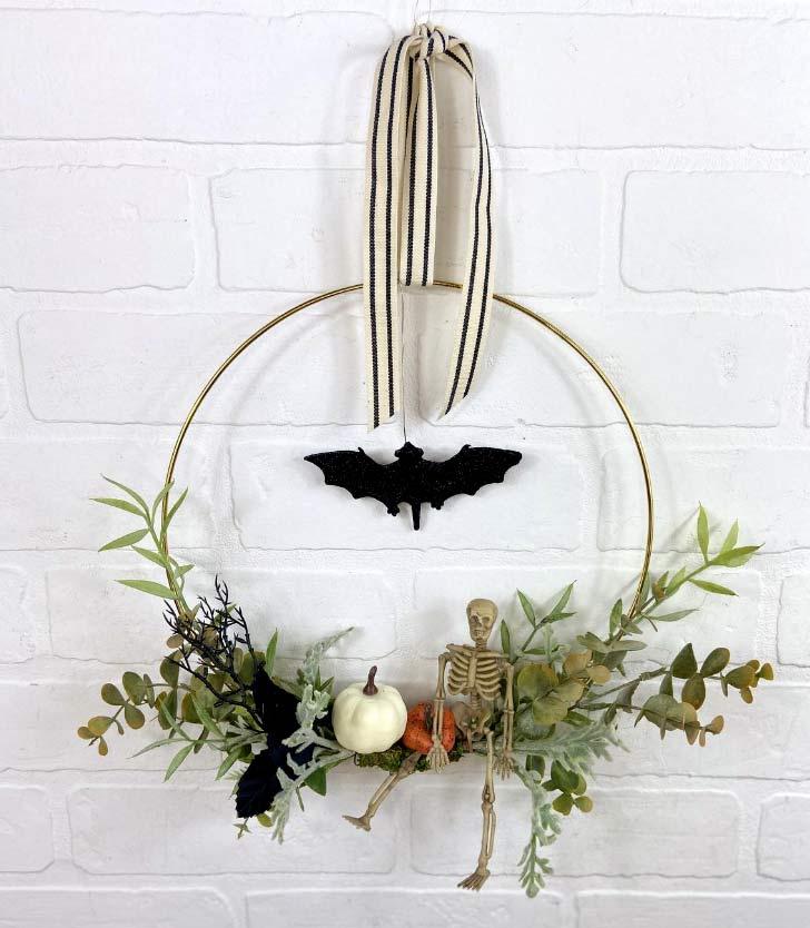 minimalist halloween wreath